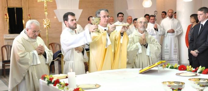 """Mercoledì 9 ottobre 2013, alle ore 10,00 a Pola (Hr), presso il Seminario missionario """"Redemptoris Mater"""" per la nuova evangelizzazione, in occasione della festa d'inaugurazione dell'Anno Accademico, il prof. Antonio Gaspari, noto scrittore e giornalista (Zenit), ha tenutouna """"Lectio Magistralis"""" sul tema: """"Tutti i pontefici sono unici, ma Francesco è veramente un papa straordinario"""""""